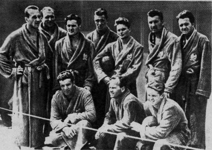 Az 1952-ben győztes csapat: (b-j) Vizvári, Hasznos, Markovits, Bolváry, Martin, Gyarmati, Jeney, az alsó sorban (b-j) Szívós, Lemhényi, Kárpáti.