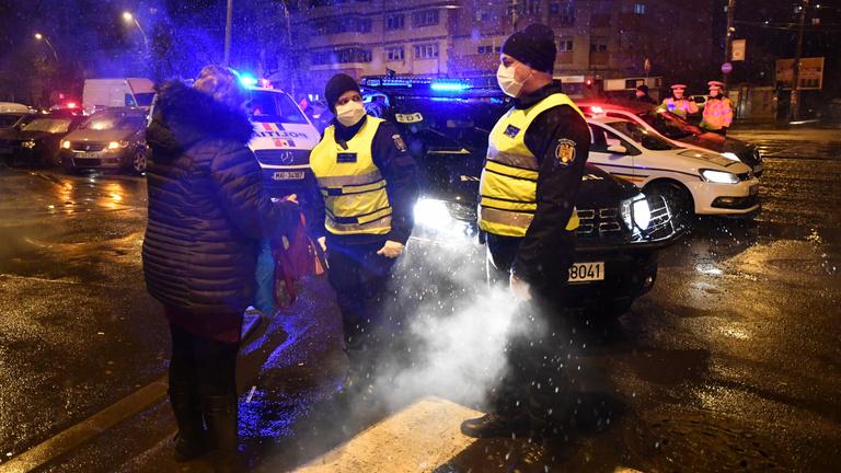 Szerdától Romániában egész napra kiterjesztik a kijárási tilalmat