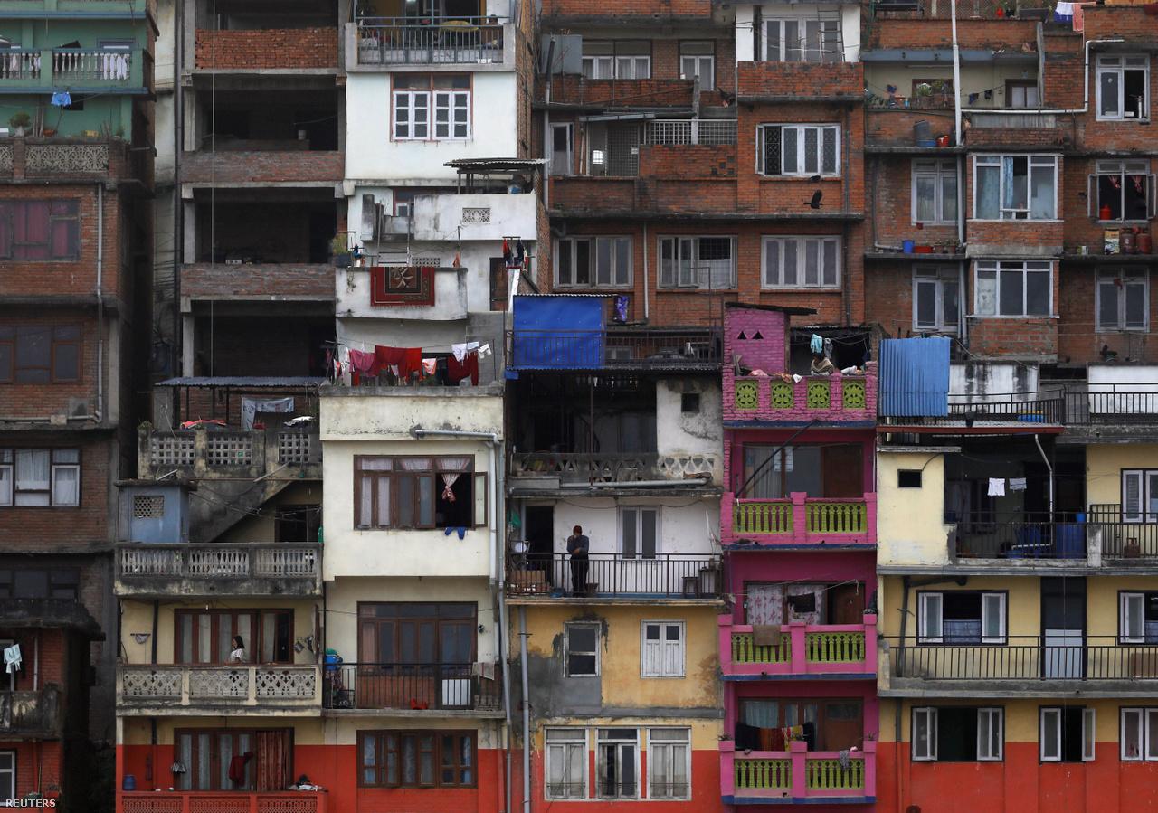 Katmandu március 24-én. Nepálban egyelőre három koronavírusos esetet regisztráltak. Itt csak mostanában kezdték meghozni azokat az óvintézkedéseket, amelyeket Európában már korábban megléptek.