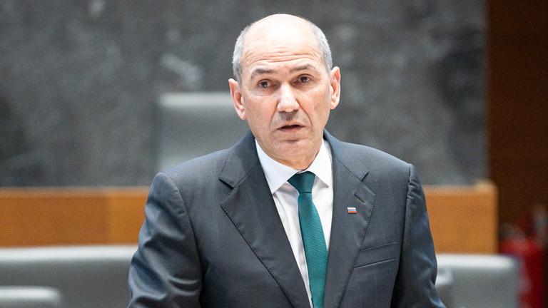 Szlovénia 30 százalékkal csökkenti a miniszterek és képviselők bérét a járvány idejére