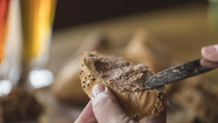 Maradék húsos raguból kenyérfeltét? Így lesz belőle gyors melegszendvics reggelire vagy vacsorára