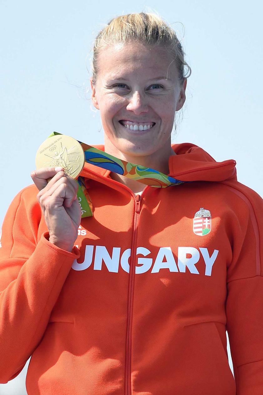 Kozák Danuta 2016 augusztusában a női kajak egyesek 500 méteres versenyének eredményhirdetésén a riói olimpián.
