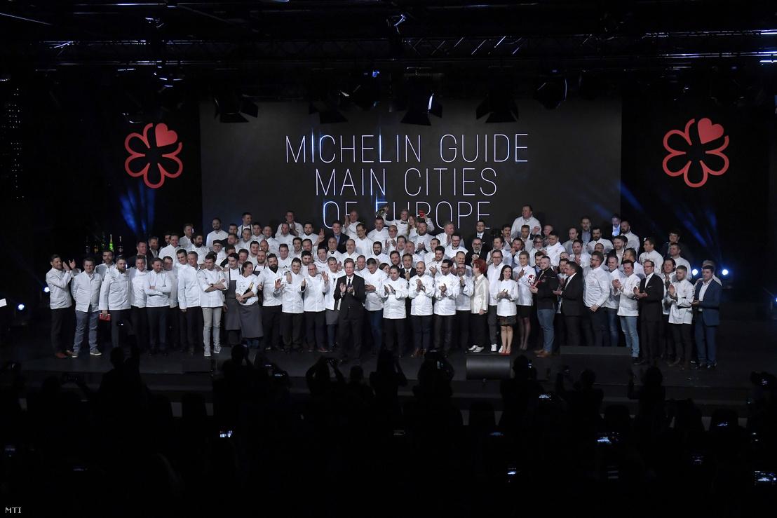 A jelöltek és a díjazottak a Michelin-kalauz (Michelin Guide) budapesti díjátadó ünnepségén a Várkert Bazárban 2018. március 26-án