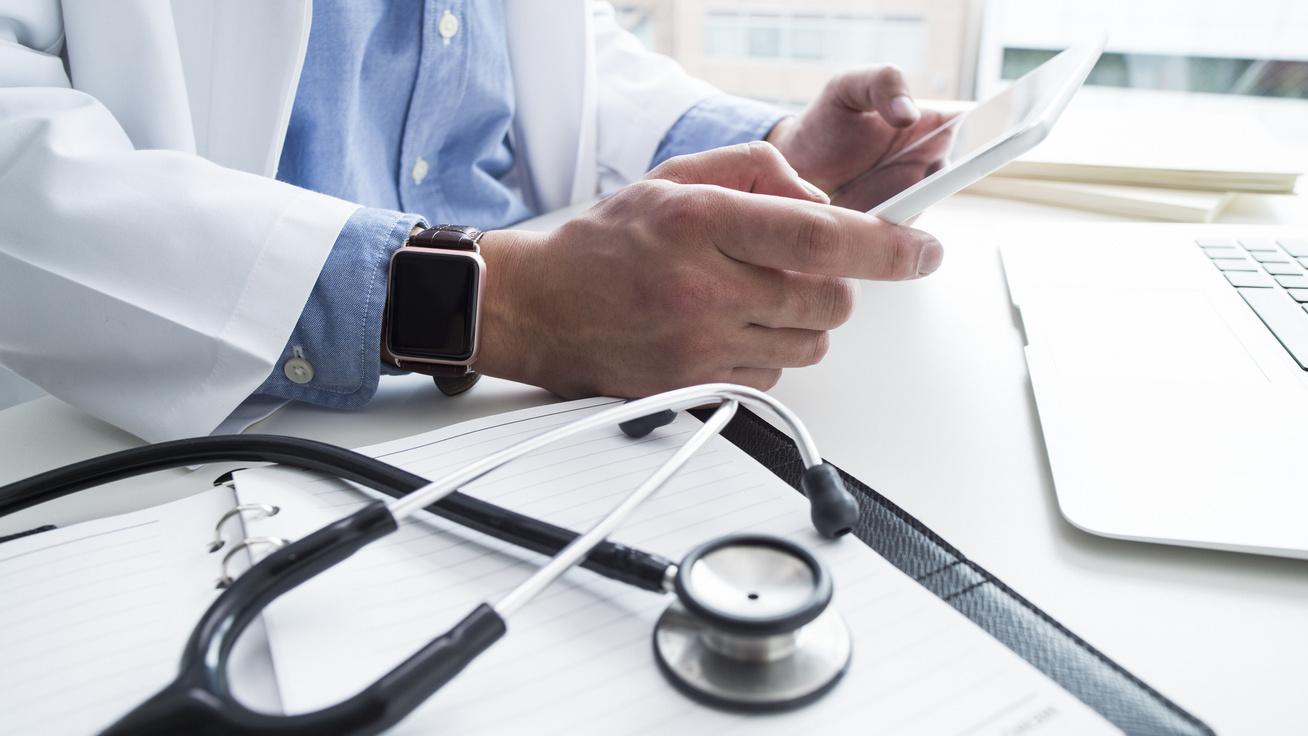orvos-gyogyitas-online-laptop-fejlesztes-szoftver