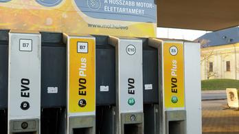 Pénteken 300 forint alá esik a benzin ára