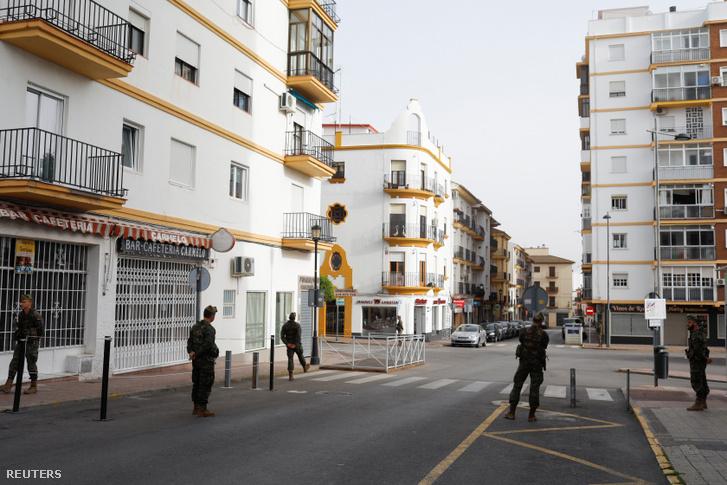 A déli országrészen fekvő Ronda belvárosában legionáriusok járőröznek