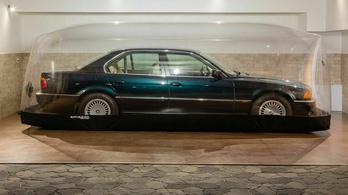 Buborékban tárolva őrizték meg kiváló állapotát ennek a BMW-nek