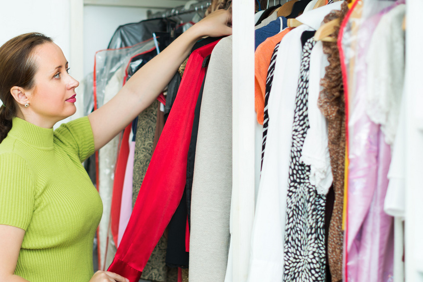 Így lesz fél nap alatt átlátható és szépen rendezett a ruhásszekrény: az 1 éves szabály sokat segít