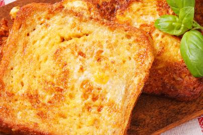 Bundás kenyér sütőben - Nem tocsog az olajban, mégis ugyanolyan finom