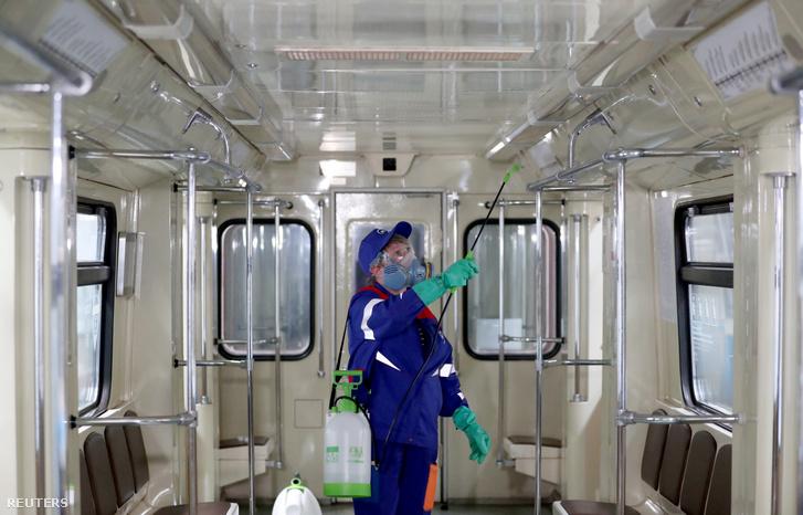 Fertőtlenítést végeznek a moszkvai metróban