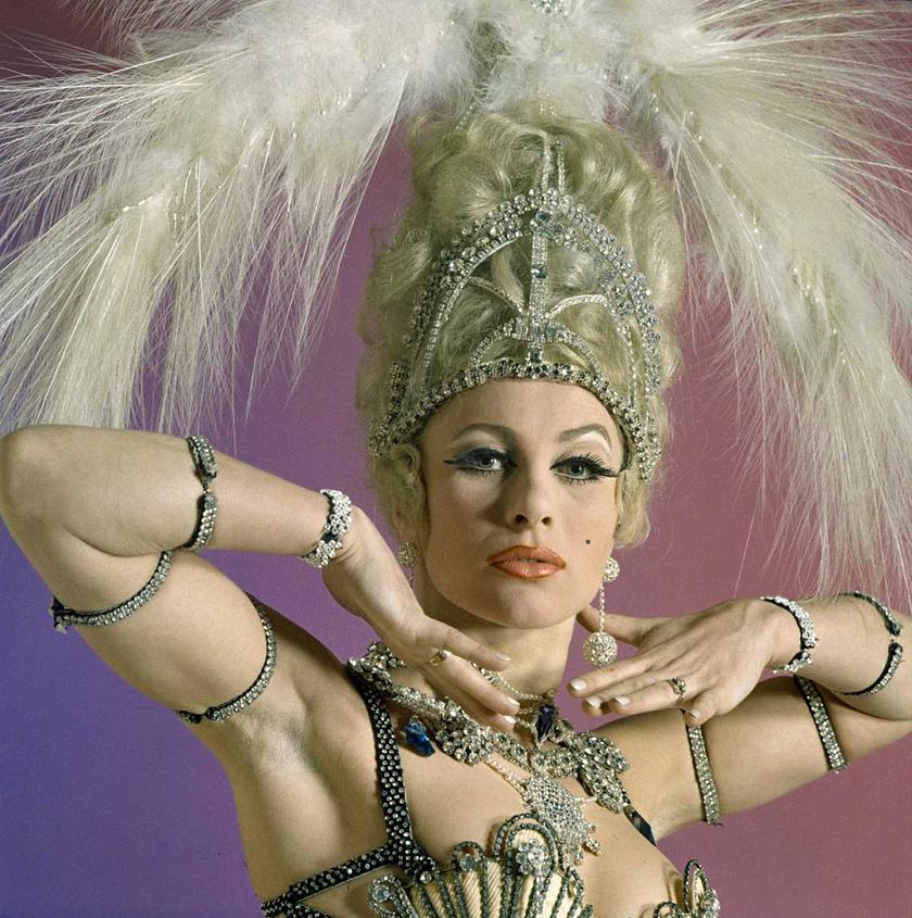 Medveczky Ilona az 1930-óta működő Moulin Rouge elnevezésű éjszakai szórakozóhely új műsorának szereplőjeként egy 1969-es műtermi fotózáson