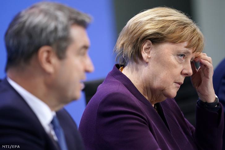 Angela Merkel német kancellár a tartományi kormányfőkkel folytatott megbeszélést követő sajtótájékoztatón Berlinben 2020. március 12-én.