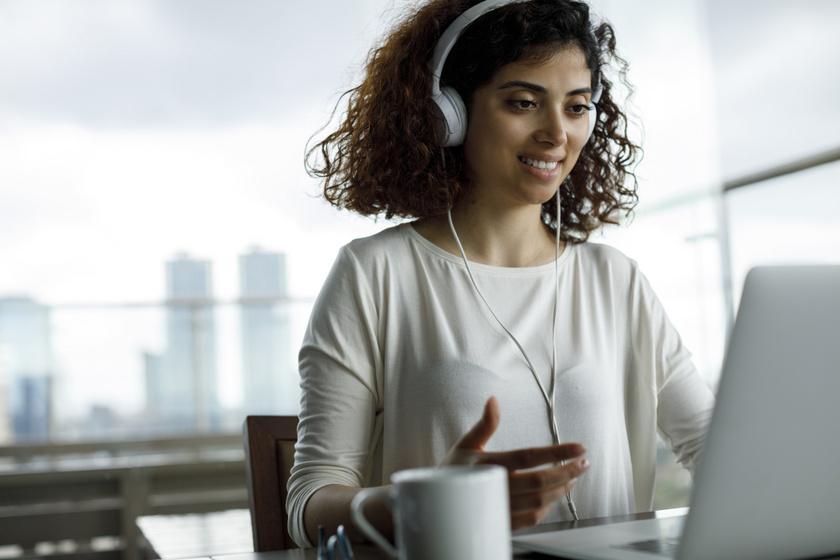 online laptop nyelvtanulas hanganyag