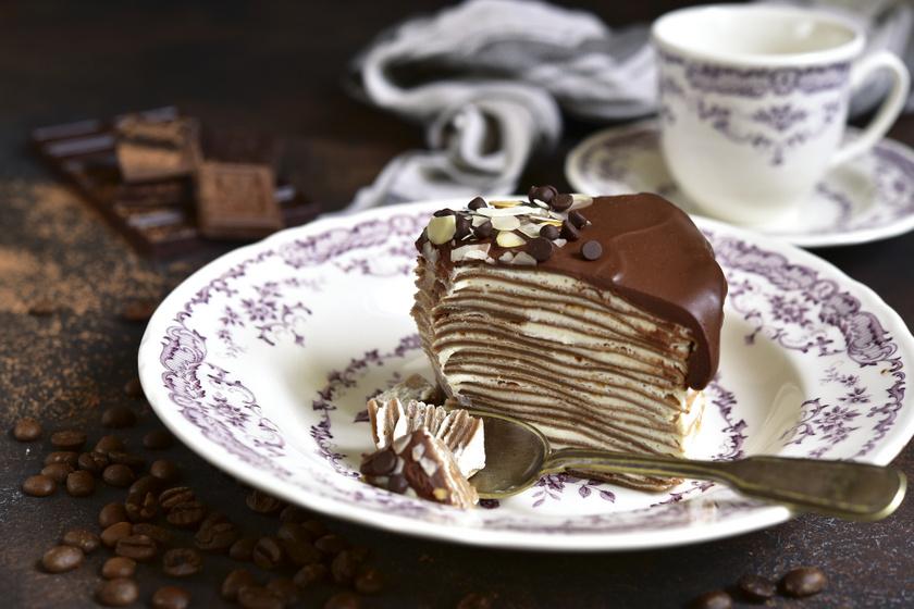 Mennyei rakott palacsinta házi csokis krémmel: legalább olyan jó, mint a torta