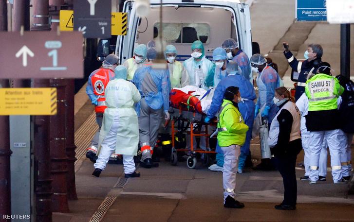 Koronavírussal fertőzött beteget szállítanak műtétre Strasbourgban a mai napon