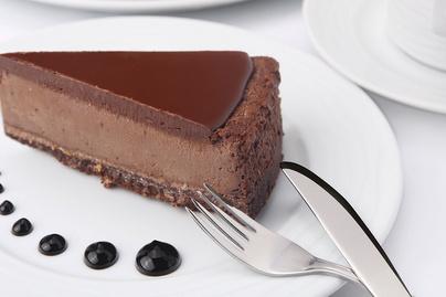 Krémes, habos csokoládés sajttorta: rengeteg olvasztott csoki megy a krémbe