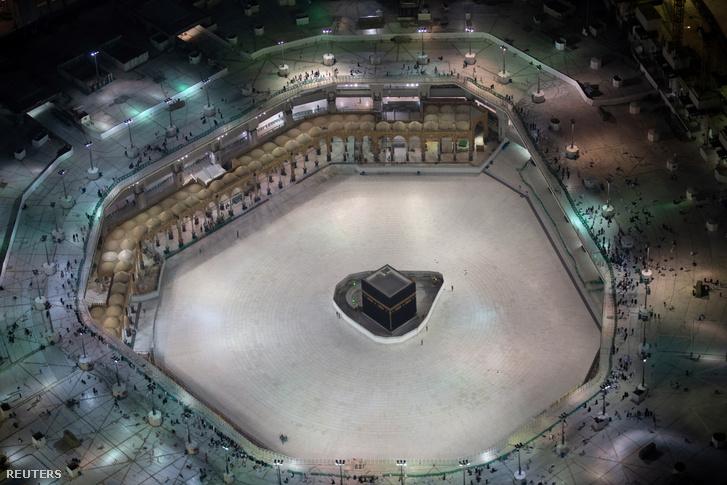 Az üres mekkai nagymecset és a benne található Kába szentély 2020. március 5-én