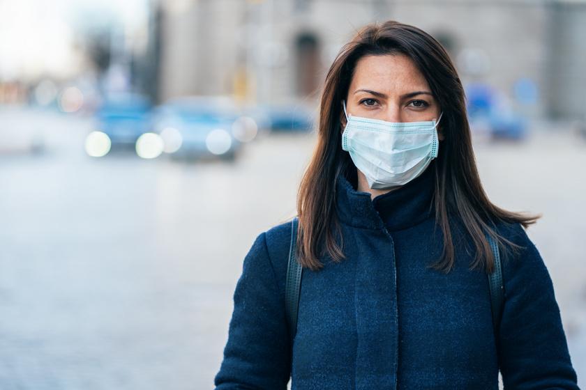 Már nem csak betegeknek ajánlják: miért kötelező mindenkinek a védőmaszk?