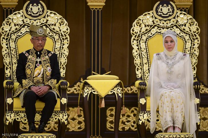 II. Abdullah pahangi szultán Malajzia királya a felesége Tunku Azizah Aminah Maimunah