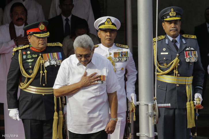 Gotabaja Radzsapaksze Srí Lanka-i államfő (elöl)