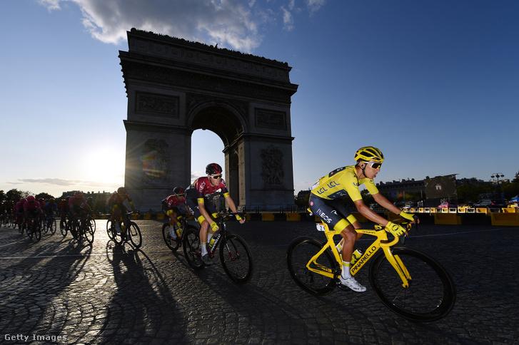 A 2019-es Tour de France utolsó szakaszán a sárga trikós Egan Bernal