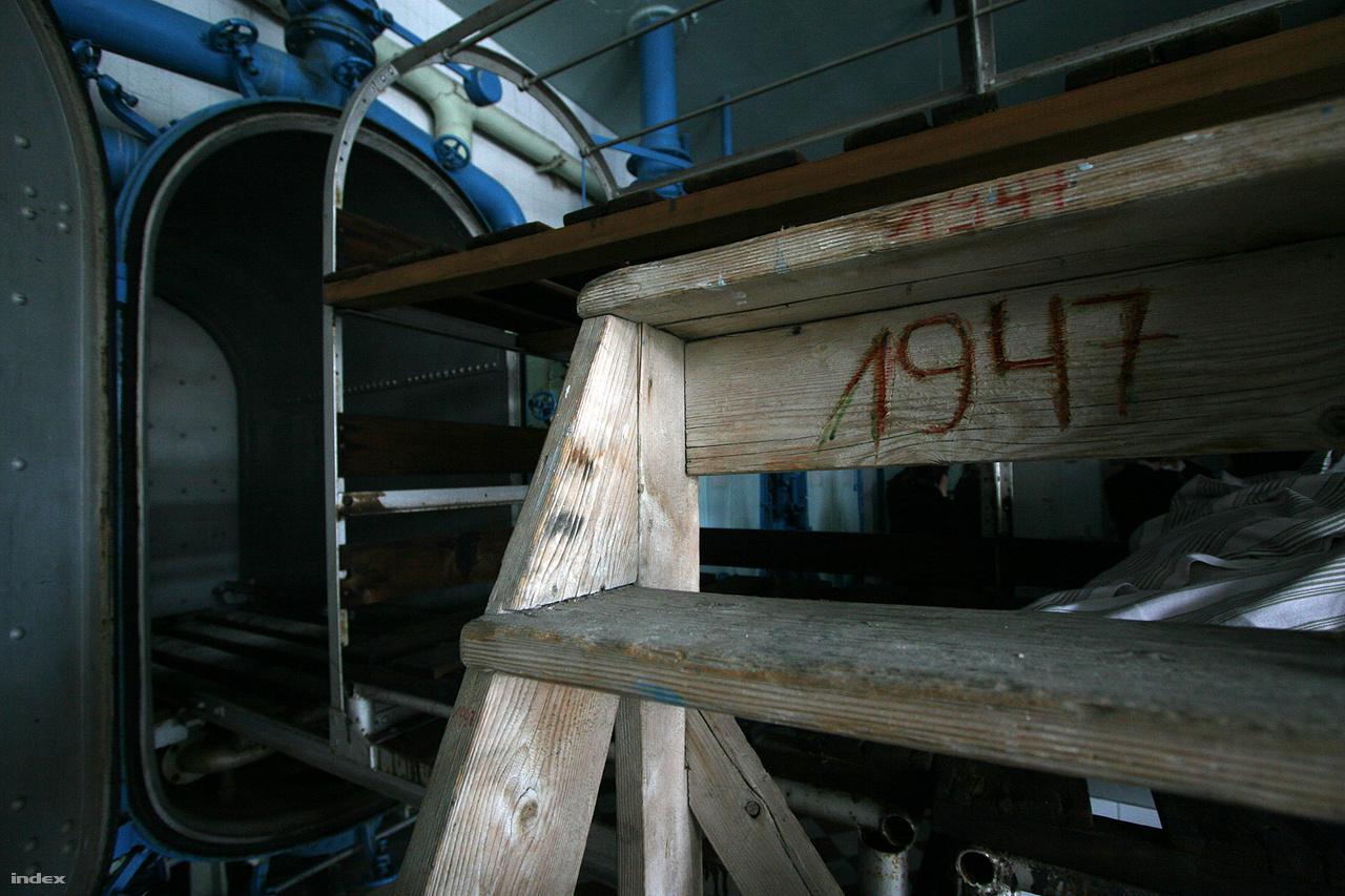 Az intézet eredeti fertőtlenítő tartályai máig működőképesek.