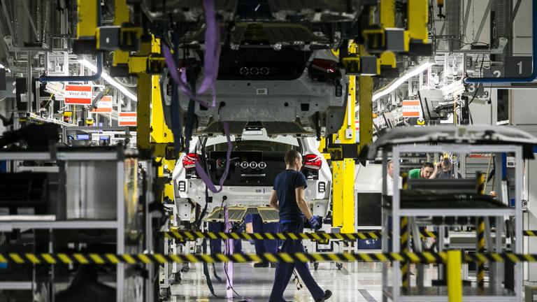 Április végéig biztosan zárva marad a kecskeméti Mercedes-gyár