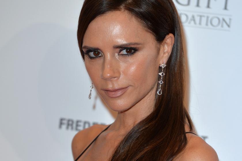 Victoria Beckham ritkán látott édesanyja friss fotókon - Jackie nagyon csinos nő