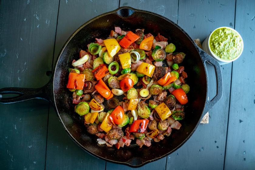 Roppanós zöldségek baconnel sütve: egyszerű, mégis különleges köret vagy vacsora
