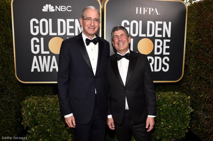 Brian L. Roberts (b), a Comcast és Jeff Shell (j), az NBCUniversal elnök-vezérigazgatója a 2020-as, 77. Golden Globe-díjátadón