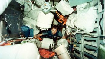 Űrhajósok adtak tanácsokat a kis térben töltött hosszú idő átvészeléséhez