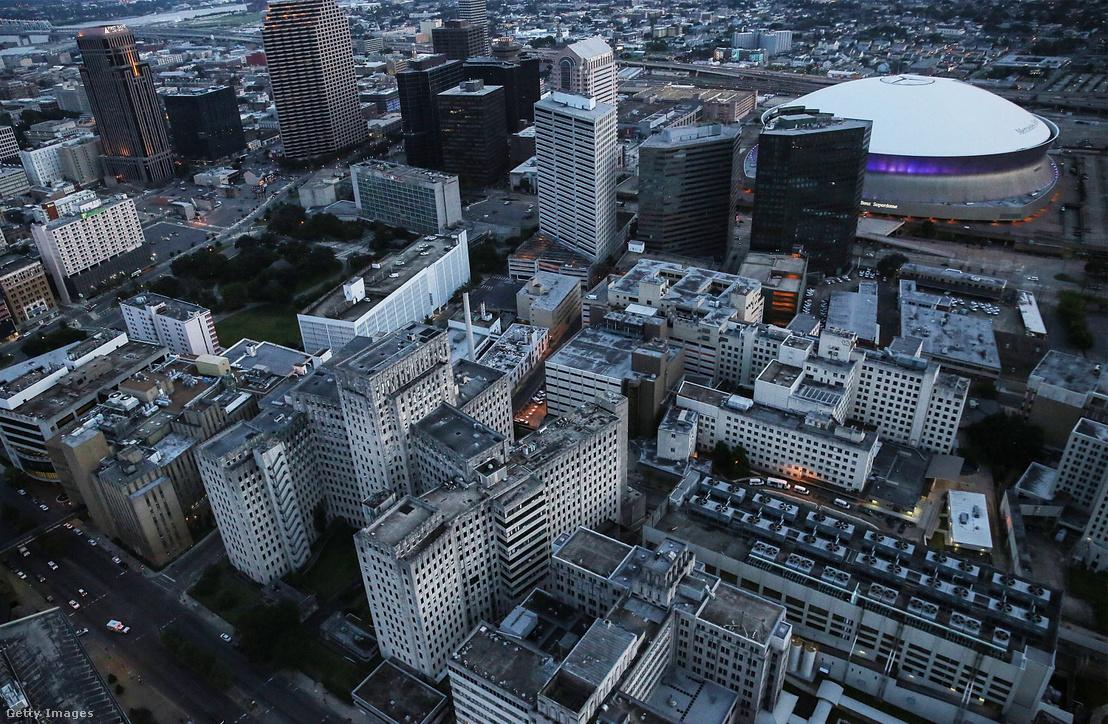A 2005, a Katrina hurrikán pusztítása óta üresen álló Charity Hospital New Orleansban