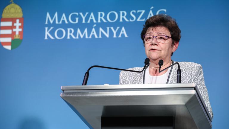 Müller Cecília: A járvánnyal még jó pár hónapig együtt kell élni