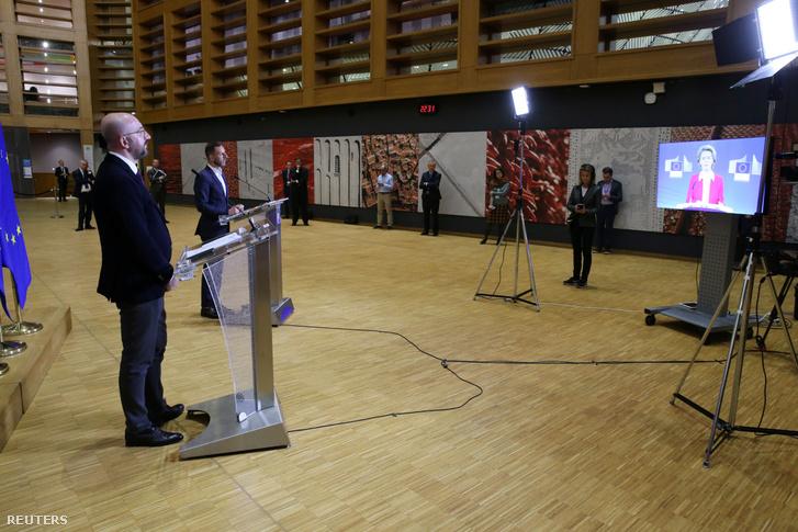 Charles Michel sajtótájékoztatót tart a videókonferencia után Brüsszelben 2020. március 26-án