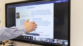 Az OKJ-s képzéseknél is átállnak az online oktatásra