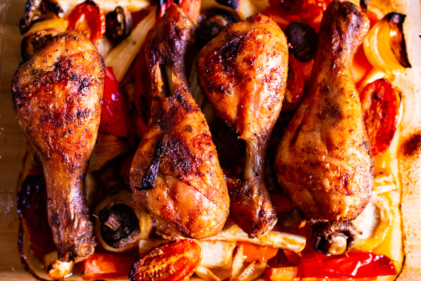 Omlós, szaftos fokhagymás csirkecomb – Olyan puha, hogy a hús leválik a csontról