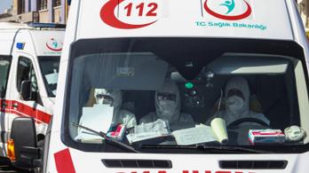 Metil-alkoholt ittak a koronavírus ellen, 300-an meghaltak miatta Iránban