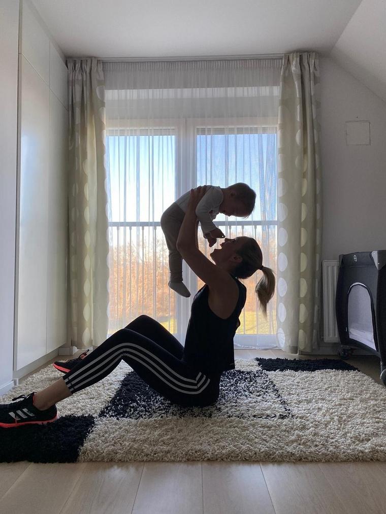 Kiss Ramóna és kisfia, Noé