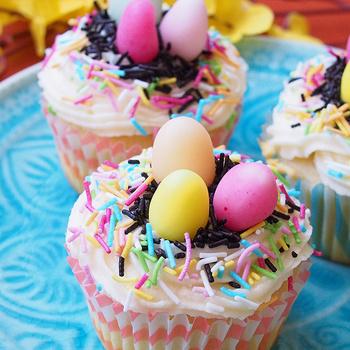 A legfinomabb, legegyszerűbb vajas muffin: a díszítés jó móka a gyerekekkel