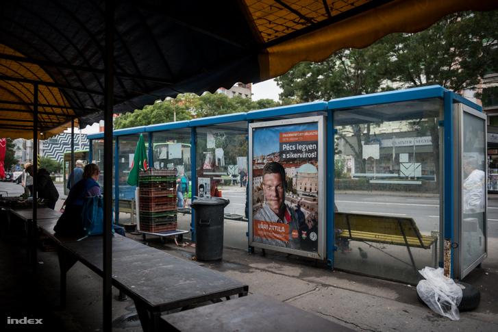 Egy pécsi buszmegálló