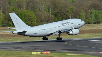 Repülő intenzív osztállyal visz olasz koronavírusos betegeket Németországba a német légierő