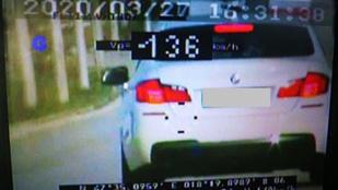 Ötven helyett 136-tal repesztett egy autós Tatabányán