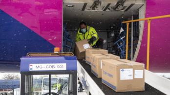 Szijjártó: Szombaton 27 tonna védőfelszerelés, vasárnap 3 millió 270 ezer maszk érkezik