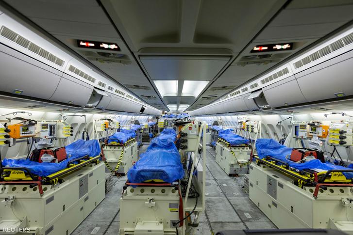 Az Airbus A310 MedEvac repülőn kialakított intenzív osztály