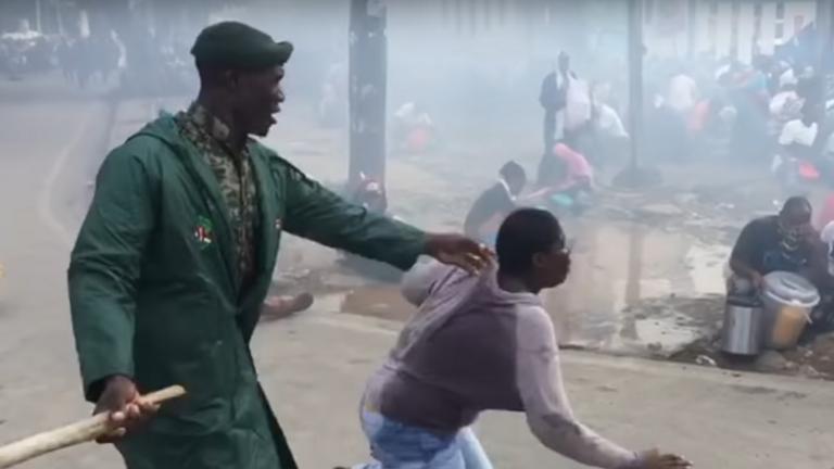 Káosz, könnygáz, rendőri brutalitás: életbe lépett a kijárási tilalom Afrikában