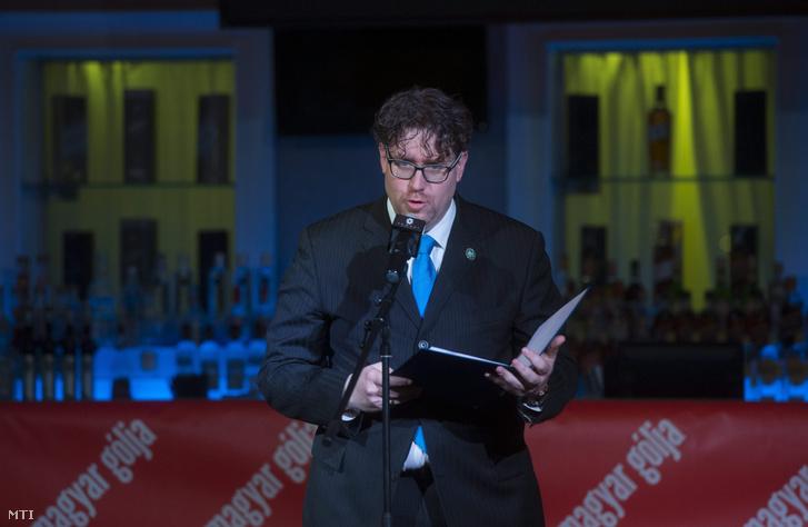Szöllősi György a Nemzeti Sport és a FourFourTwo főszerkesztője a FourFourTwo futballmagazin magyar kiadásának 5. évfordulója alkalmából rendezett díszvacsorán, 2015. március 25-én.