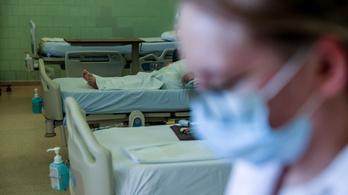 Egyszer használatos maszkot és vasalót kaptak az ápolók, hogy azzal fertőtlenítsenek