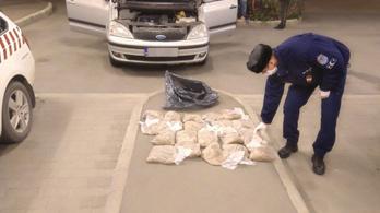 Ötmillió forintnyi dohányt akart átcsempészni tíz román a határon