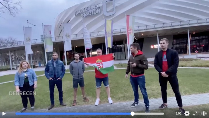 Focis videóban biztatja Orbán kitartásra az országot, de a kijárási korlátozás szabályait ne ebből tanulja meg senki