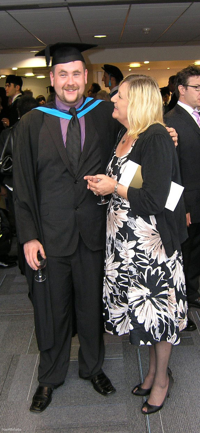 Delaney fia, Kenny diplomaosztóján 2010-ben